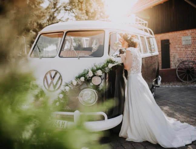 Vertrautheit am HochzeitsBulli
